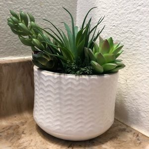 NEW faux silk succulents planter